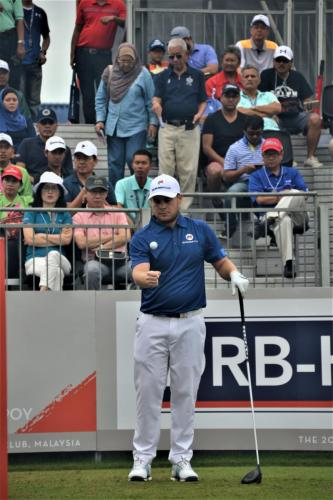 Tyrell Hatton throws the ball while waiting to tee off in match against Anirban Lahiri