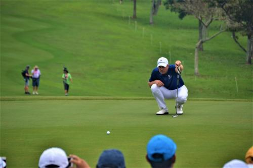 World No.9 Henrik Stenson reading the line before sinking his four foot birdie putt on the ninth